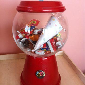 Bubble gum machine Yes