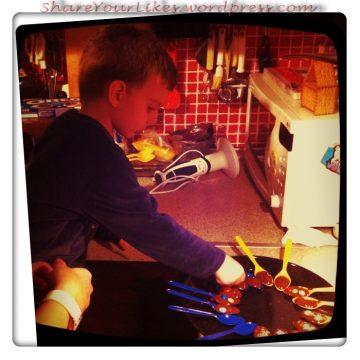 """""""Ο"""" χαμός στην κουζίνα! Ο μικρός σεφ εν δράσει!"""