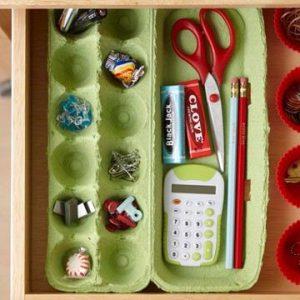 http://kawaii-fabric.com/diy-crafts-decorating-easter-eggs-egg-carton-organizer-2/