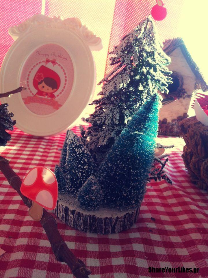 πρωτα_γενέθλια-κοκκινοσκουφίτσα-δάσος-διακόσμηση-χιονισμένα-δέντρα