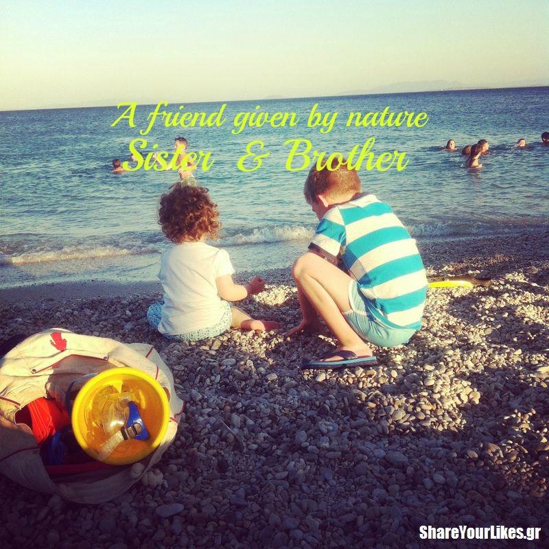 αδέρφια στην παραλία_SYL
