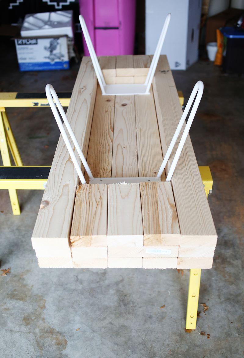 via http://www.abeautifulmess.com/2015/01/diy-wooden-coffee-table.html