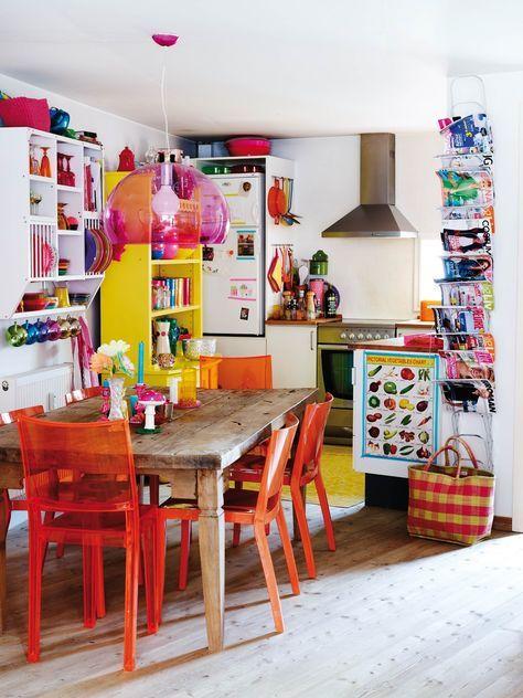 """Αν θες τη ζωή σου γεμάτη χρώμα, ερεθίσματα, ζωντάνια, ίσως έτσι θα έπρεπε να φτιάξεις και την κουζίνα σου. Εκεί που """"μαγειρεύεις"""" μαζί με τα αλμυρά και τα γλυκά, ιδέες, προγράμματα και αποφάσεις. (image via https://www.awesomehome.org/home-decorating-ideas-bohemian-bohemian-decorating-is-for-those-who-want-their-homes-full-of-life-culture-and/)"""
