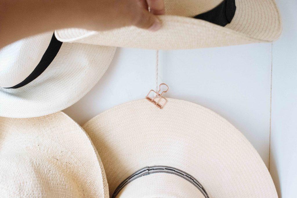 DIY κρεμάστρα για ψάθινα καπέλα
